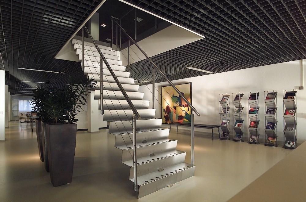 Eestairs trappen en balustrades eestairs dichte trappen - Metalen trap design hout ...