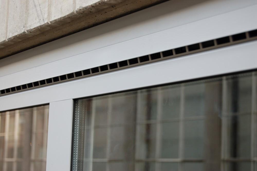Reynaers b v natuurlijk ventilatiesysteem voor for Aeration fenetre aluminium