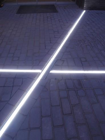 ACO BV   ACO Lijnafwatering met LED-verlichting - architectenweb.nl