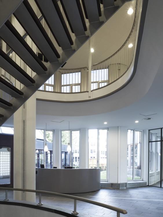 Hoofdkantoor nikon gevestigd in gebouw van eyck for Interieur architect amsterdam