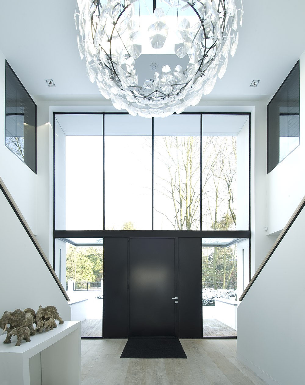 mhb bv villa. Black Bedroom Furniture Sets. Home Design Ideas