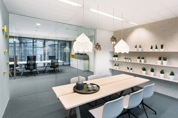 Helder en naturel interieur voor WTC Toren C - architectenweb.nl