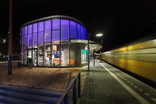 SLV Nederland | RGB LED verlichting op nieuw station Helmond ...