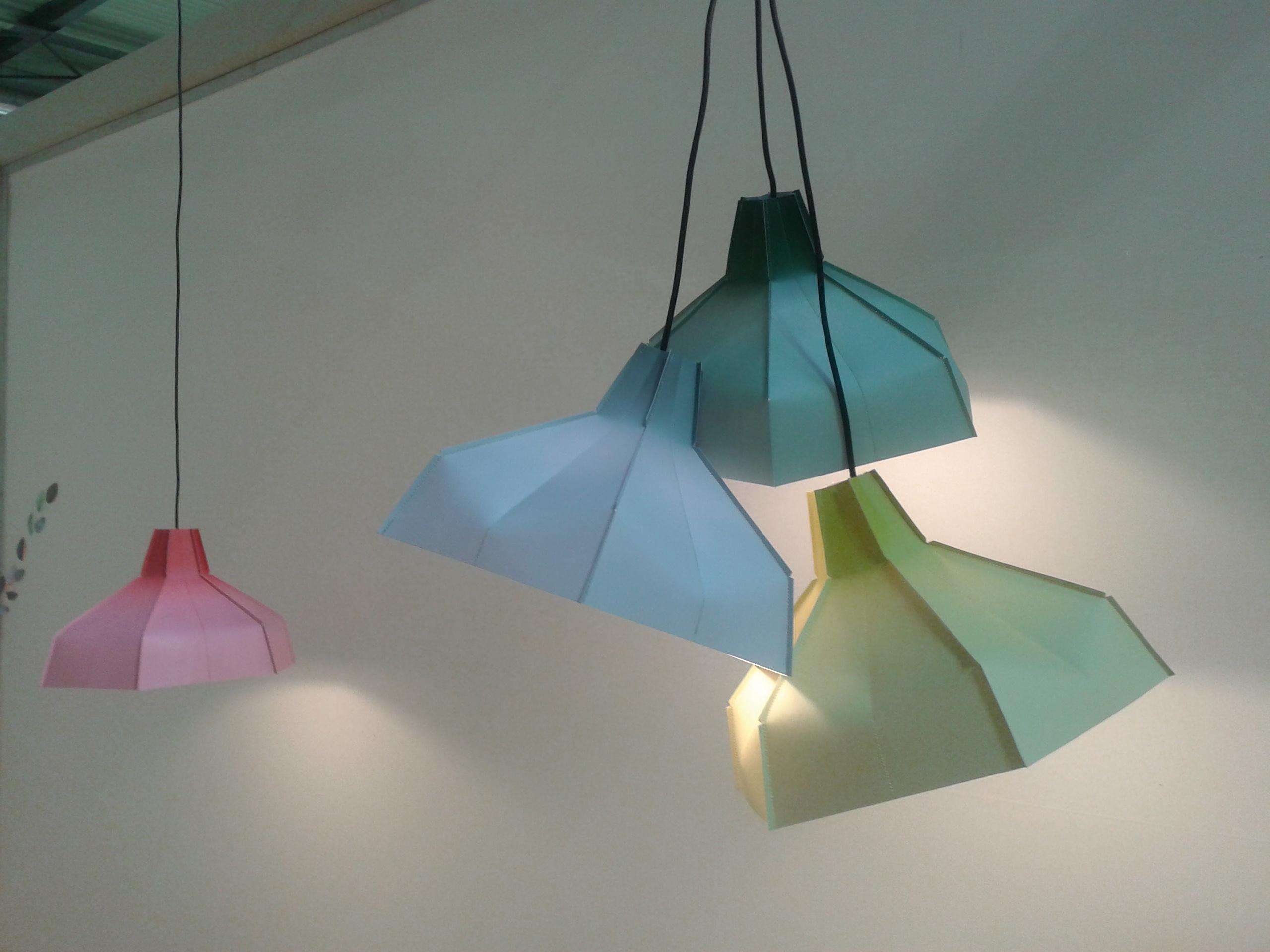 Salone del mobile groot aanbod grote namen for Lampen namen