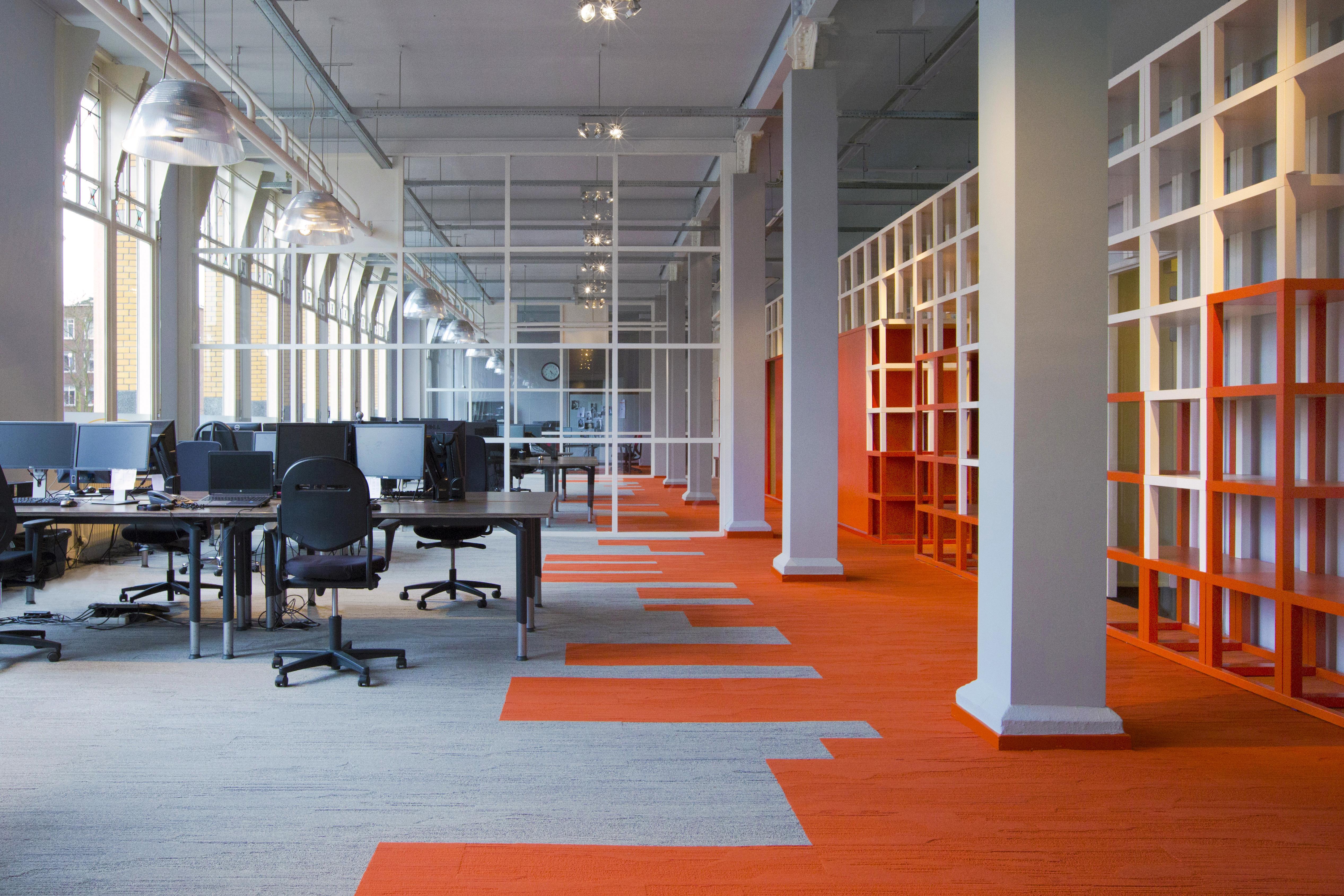 Skyline rotterdam verwerkt in interieur kantoor for Interieur rotterdam