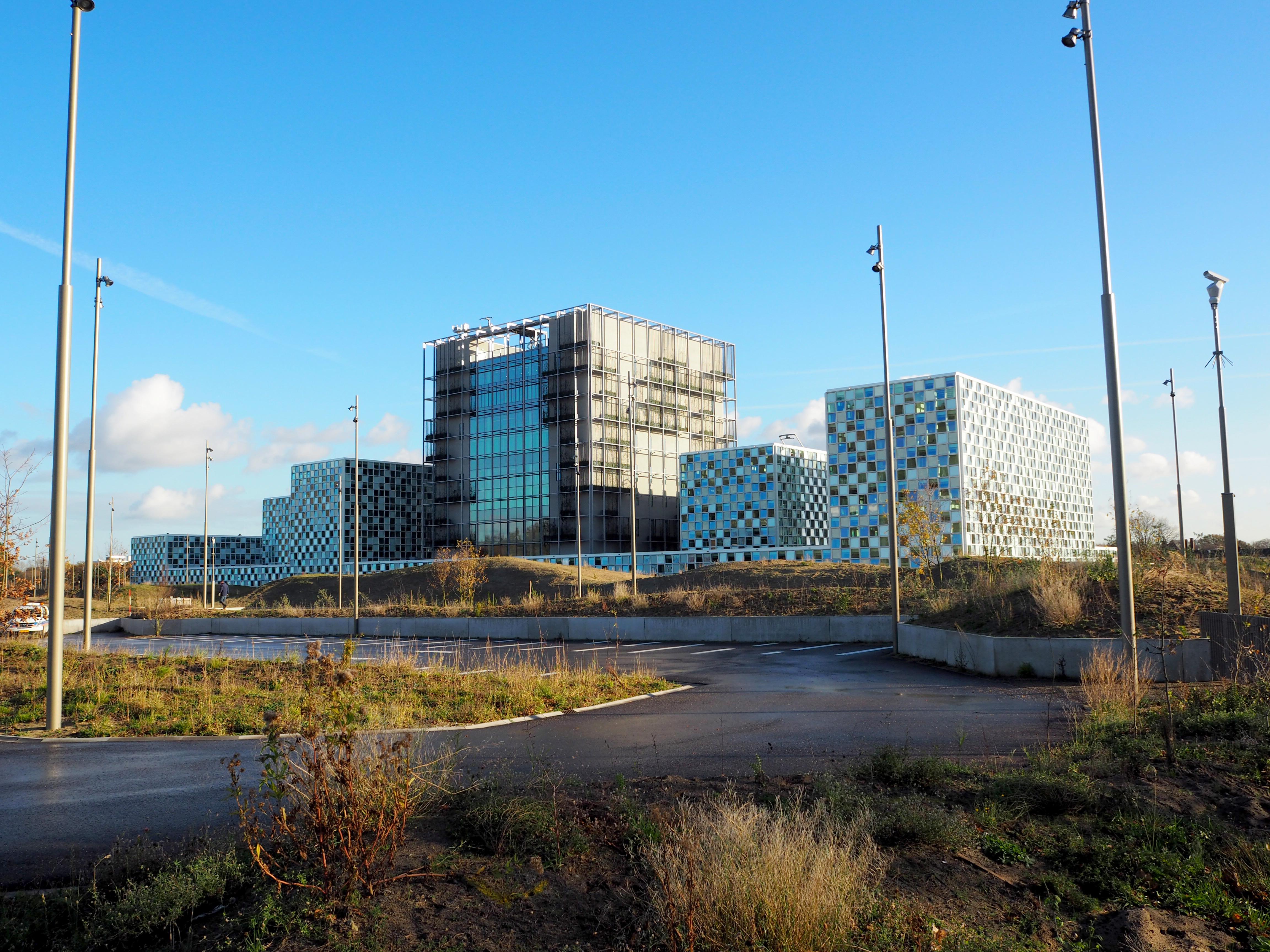 Internationaal Strafhof: megasculptuur in Haagse duinen ...