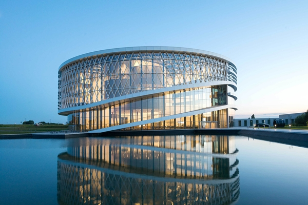 Een cirkelvormig centrum voor de campus - architectenweb.nl