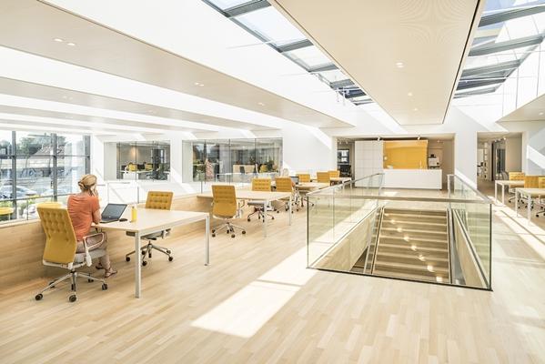 Juiste plafond draagt bij aan productiviteit en gezondheid - Kantoor houten school ...