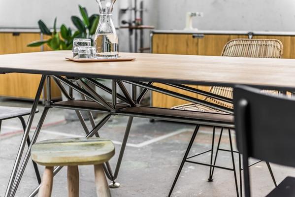 Eettafel hout zwart onderstel industriële tafel met witte stalen