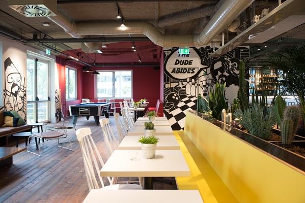 Een eigenwijs en \'urban\' hotelinterieur in Diemen - architectenweb.nl