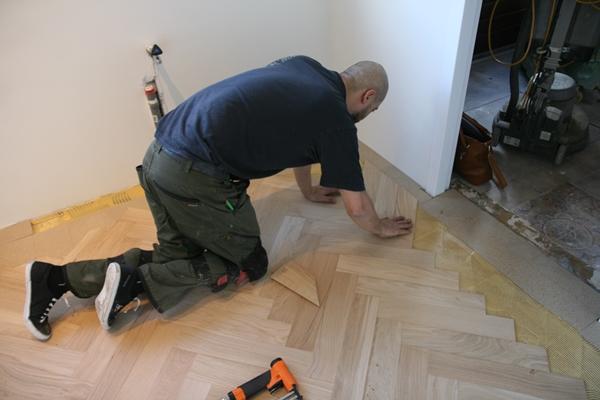 Moderne Visgraat Vloer : Fairwood visgraat parket vloer architectenweb
