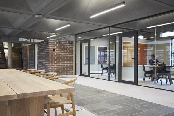 Interieur als versterking van de architectuur burgerweeshuis