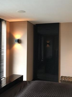 Noctum | Moderne schuifdeuren voor villa - architectenweb.nl