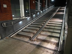 RVS trapleuning met LED | project NS station Gouda